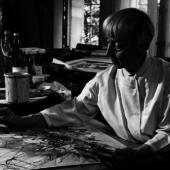 Hannah Höch beim Aquarellieren in ihrem Atelier in Berlin-Heiligensee, 1967, Galerie Remmert und Barth, Düsseldorf