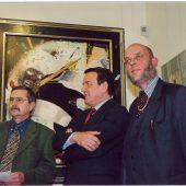 Der damalige Bundeskanzler Gerhard Schröder ist Ehrengast bei der Eröffnung der Ausstellung seines Freundes Uwe Bremer